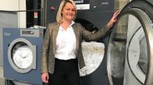 Anita Boyère, dirigeante de Azur Blanchisserie, développe sa PME auprès de l'hôtellerie locale.