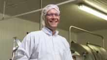 Eric de Sonis dirige la beurrerie  du Vieux-Bourg à Plœuc-sur-Lié depuis 2015,