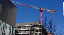 """Dans un communiqué commun, le secteur de la construction demande """"instamment"""" au gouvernement d'arrêter temporairement les chantiers """"à l'exception des interventions urgentes""""."""