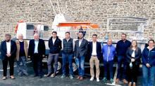 La remise des clés du bateau avait lieu ce jeudi 21 octobre en présence de tous les protagonistes du projet, dont Effinor Sea Cleaner, constructeur basé à Paimpol,