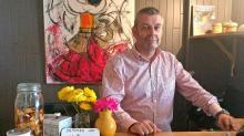 Après un parcours de 30 ans à Paris, dans la communication, Thierry Miriel a repris le 1er septembre 2017 l'hôtel Beauséjour, situé  à Erquy dans les Côtes d'Armor