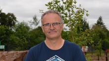 Son métier de technicien forestier, Alain Hervé l'a appris sur le tard, à 42 ans. En  2008, diplôme en poche, il crée à Lamballe sa société Alain  Hervé Travaux forestiers