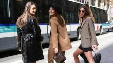 Julie Lefeuvre , (3ème en partant de la gauche) va ouvrir Hyloa à Rennes , un concept où seront exposées des tenues parmi les plus tendances à moindre coût