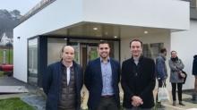 Le jeune entrepreneur Bérenger Cadoret entouré de Michel Boulaire (groupe Jean Floc'h) et Michel Blandon (Goûters magiques)