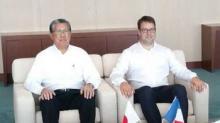 Loïg Chesnais-Girard , Président de la région Bretagne aux côté de Toshua Homma, Vice-Président de Canon