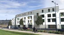 Situé à l'entrée est du boulevard Carnot à Saint-Brieuc, l'Espace Carnot, édifié sur quatre niveau, s'articulera autour d'un hôtel Campanile 3 étoiles nouvelle génération de 76 chambres et d'un restaurant de 380 m².