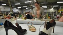 Redonner vie à la chaussure de luxe à Fougères : c'est le pari un peu fou d'un trio de jeunes entrepreneurs emmené par Jerry Sanghami-Ouensana. Après avoir racheté la marque Morel et Gaté