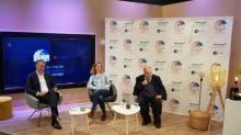 Gilles d'Aramon, membre du comité exécutif de Microsoft France, Valérie Cottereau, pdg d'Artefacto et Alexandre Adler, historien journaliste et spécialiste des relations internationales sur le plateau de TVR pour animer la conférence d'ouverture de l'Open