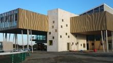 Habillage de façades de bâtiments à Lamballe avec Penthièvre Couverture Bardage Pose de toiture industrielle à proximité de Saint-Brieuc