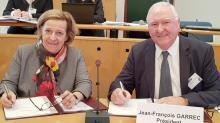 Michèle Kirry, préfète de la région Bretagne et Jean-François Garrec, Présidet de la CCI Bretagne, ont signé ce jour à Morlaix, la Convention d'objectifs et de moyens