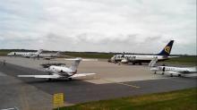 Avec le coronavirus, les avions restent cloués au sol dans la plupart des aéroports bretons.