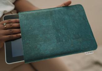 Nouvelle collection Bag Affair conçu dans un matériau à base de lin et de liège