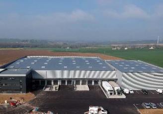 La base logistique de 8 000 m² servira environ 600 clients professionnels sur les départements du Morbihan et des Côtes d'Armor.