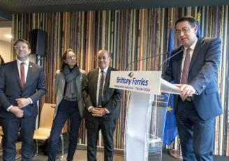 Jean-Marc Roué, président de la Brittany Ferries a inauguré son nouveau bâtiment à Saint-Malo en présence de Jean-Yves Le Drian, Loig Chesnais Girard et Amélie de Montchalin