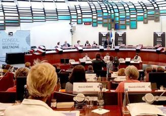 Élus le 27 juin dernier, les 83 élus du Conseil régional de Bretagne se sont réunis une deuxième fois en session plénière ce 21 juillet