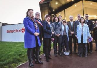 Emmanuelle Wargon a terminé son tour de Bretagne avec la visite de l'entreprise Dianapetfood, à Elven