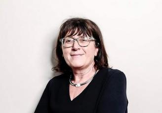 Edith Macé, 56 ans, est nommée Responsable Ressources humaines du Crédit Mutuel de Bretagne.