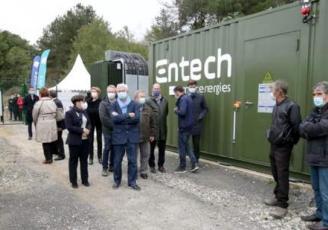 Entech a inauguré, en octobre 2020, pour Sergies (86), un des premiers parc photovoltaïque équipé d'une batterie de stockage.