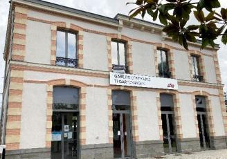 En gare de Combourg en Ille-et-Vilaine , les locaux sont disponibles