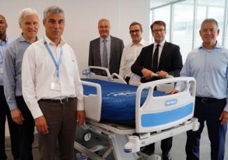 Inauguration du centre d'innovation Hill-Rom à Pluvigner en présence notamment de Paul JOHNSON, Loïg CHESNAIS-GIRARD , Marc CAPDEVILLE, Philippe LE RAY, à droite sur la photo