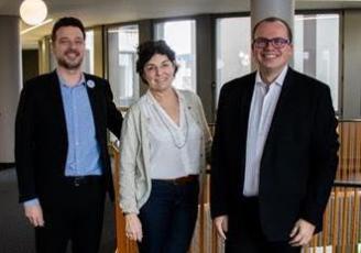 Anne Miriel, fondatrice d'Inkipit, entourée de François Gougeon, et Florent Letourneur, fondateurs de Happy to meet you.