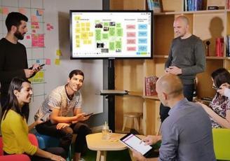 Toute l'astuce des solutions proposées par Klaxoon est de rendre les réunions interactives, avec pour souci de permettre à tout le monde de se faire entendre.