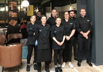 L'équipe de Knop au centre commercial  Grand Quartier à Rennes