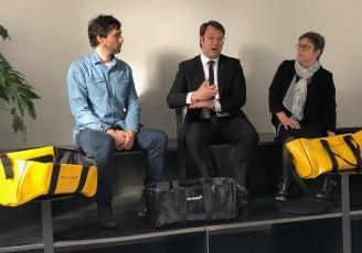 Loïg Chesnais-Girard, entouré de Joran Briand, designer, et Nadine Bertholom-Cotten, présidente de Guy Cotten