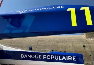 Le Maxi Banque Populaire XI a été mis à leau ce mardi, à Lorient.