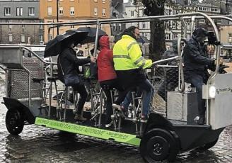"""Après 10 ans d'activité et 2 modèles mécaniques, Philippe Rouyer, entrepreneur costarmoricain, présente une nouvelle gamme d'hybride minibus-vélos électrique commercialisée sous la marque """"Sensation.bike""""."""