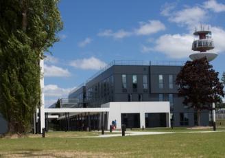 En mars  2017, les salariés de Nokia ont emménagé dans le plus gros site HQE de la région Bretagne (9000 m²) en bâtiment tertiaire : le  Campus de Nokia à Lannion