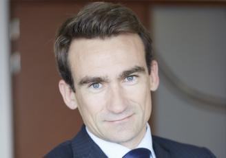 Diplômé de l'École Supérieure des Sciences Commerciales (ESSCA), Sébastien Floc'h a officié pendant plus de 10 ans dans le domaine de la finance d'abord au sein du cabinet Mazars, puis chez Hewlett Packard.