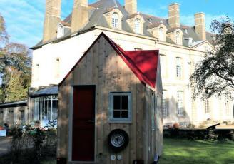 , le château de Pommorio, à Tréveneuc dans les Côtes d'Armor, se diversifie et innove. Les gérants investissent 650 000 euros dans 20 tiny houses.