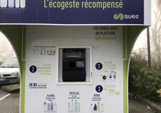 """""""La récupération des flacons et bouteilles plastiques est un bon moyen d'agir concrètement pour la protection de notre environnement et en plus ça rapporte une récompense financière au particulier"""""""