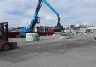 Les Recycleurs Bretons à l'oeuvre sur le port de Brest