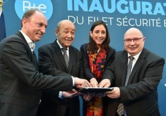 Jean-Yves Le Drian, ministre de l'Europe et des Affaires étrangères, ancien président de la Région Bretagne, Brune Poirson, secrétaire d'Etat à la Transition écologique et solidaire, et François Brottes, président du Directoire de RTE, ont inauguré le Filet Sécurité Bretagne.
