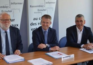 Les membres du bureau de l'UE 35 : de g à d , Bruno Cressard, Vice Président, Hervé Kermarrec , Président et Yann Le Jolivet , Vice Président