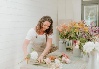 Tiphaine Turluche a créé Les bottes d'Anémone, un commerce de fleurs pas comme les autres.