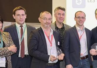 Primé lors du dernier concours Start West 2017, Yann Ridé, co fondateur de Voxpass (2ème à gauche) va désormais bénéficier  du double accompagnement Réseau Entreprendre Bretagne et d'un prêt d'honneur  de 25 000 euros.