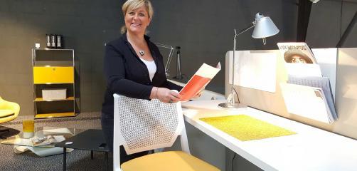 Depuis Saint-Brieuc où elle a ouvert un show-room de mobilier contemporain, Sophie Audrain  développe un service clé en main dédié aux professionnels.