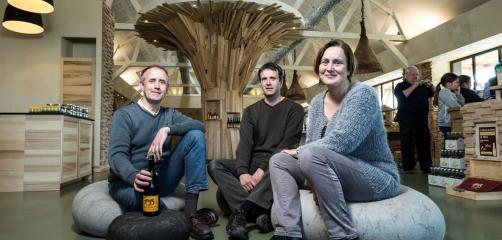 La nouvelle boutique de la cidrerie Kerné avec Gérard, Claude et Anne Bosser, co-gérants
