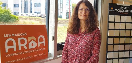 Depuis 2015, Karine Hélaine est co-gérante des Maisons Arba à Saint-Grégoire (35), une coopérative de construction qui regroupe 12 artisans..