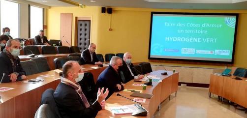 La CCI Côtes-d'Armor s'est associée à la Banque des Territoires, au Syndicat Départemental de l'énergie (SDE 22) et Saint-Brieuc Armor Agglomération pour lancer une étude de faisabilité pour implanter une station de production d'hydrogène vert sur la zone des Plaines-Villes à Ploufragan.