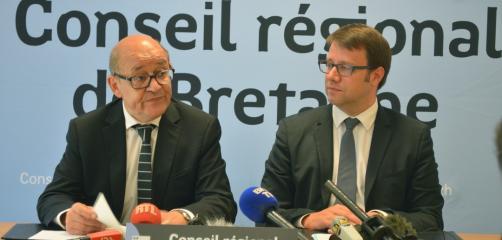 Jean-Yves Le Drian  et Loîg Chesnais Girard