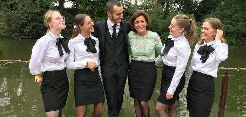 Marie Boutbien (au centre ) dirige, depuis les années 2000,  Le Manoir de la Noé Verte à Lanloup Plouha (22) dans les Côtes d'Armor.