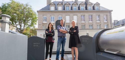 Vincent Campion avec les représentantes de l'Agglomération de Saint-Malo lors de l'inauguration du Wastebox , un compacteur de déchets ménagés enterré