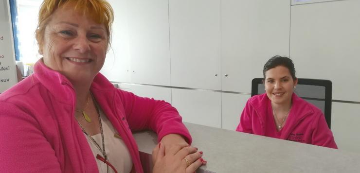 Dirigeante du camping « Au Bocage du Lac » à Jugon-les-Lacs, Éliane Rivière multiplie les initiatives pour convaincre des salariés saisonniers de rejoindre son équipe de 32 collaborateurs.