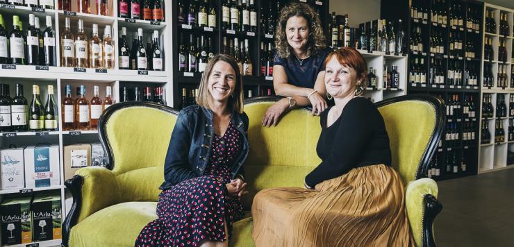 Elodie Fouldrin, Fabienne Toffolo Sinquin et Laëtitia Gaudin-Le Puil, les trois associées du tout nouveau Bar Ha Gwin à Plouguerneau.