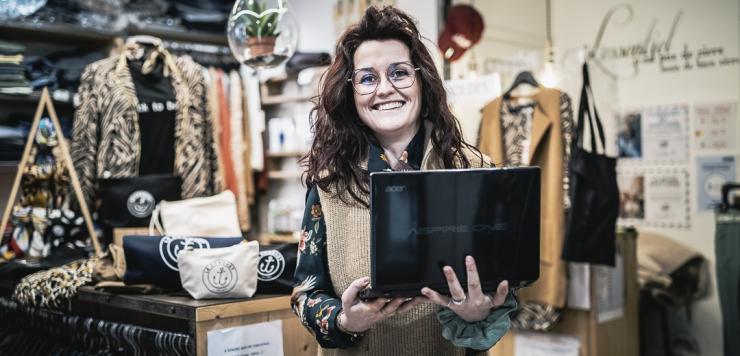 Maeva Beauvais, commerçante au Conquet, a créé un site vitrine pour doper l'offre digitale.
