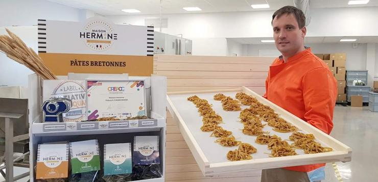 Thibault Fondronnier, co fondateur avec Aurélie Benoist de la société Transparence, fabricant de pâtes bretonnes.